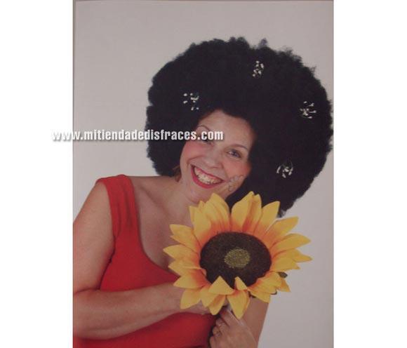 Peluca afro grande varios colores. Muy buena calidad. Fabricada en España. Talla universal. Como la foto pero en varios colores.