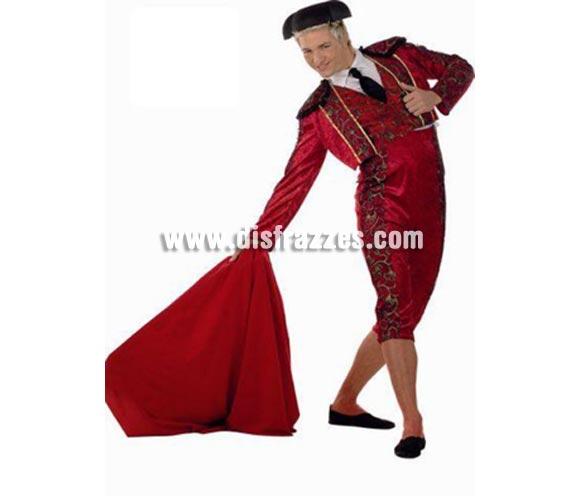 Disfraz de Torero Rojo adulto Deluxe. Alta calidad. Hecho en España. Disponible en varias tallas. Incluye pantalón, chaqueta con camisa, corbata y chaleco. Montera y capote NO incluidos, podrás verlos en la sección Complementos.