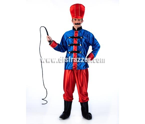 Disfraz de Domador de Circo para hombre. Incluye gorro, camisa, pantalón y cubrebotas. Bigote y látigo NO incluidos, podrás verlos en la sección de Complementos. Disponible en varias tallas. Ideal para Grupos y Comparsas.
