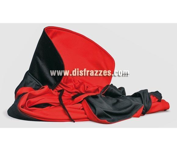 Capa reversible de tela, color roja y negra de 122 cm. de longitud.