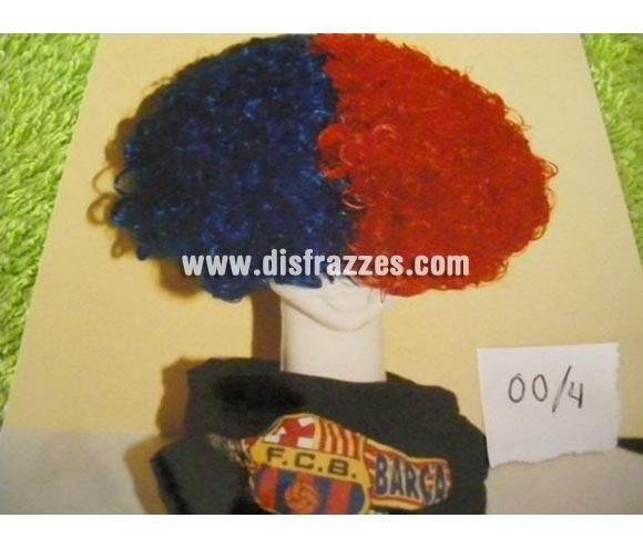 Peluca rizada roja y azul. Muy buena calidad. Fabricada en España. Talla universal. Ideal para aficionados al Barça. Esta peluca se pude fabricar con otros colores para otros equipos de fútbol, consultar posibilidad. La imagen no es buena pero te aseguramos que  el artículo es de muy buena calidad.