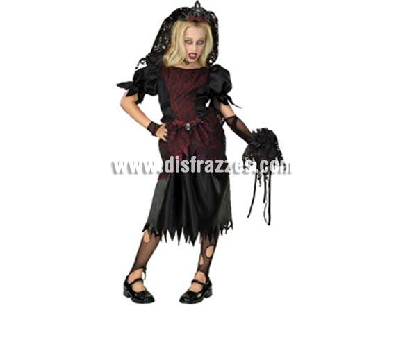 Disfraz de La Novia Vampira infantil para Halloween. Talla de 5 a 7 años. Incluye vestido, tiara con velo y manguitos. De la película LOS MALDITOS estrenada el 10/03/2010.