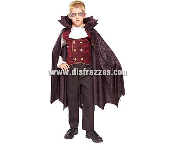 Disfraz de El Conde Vampiro infantil para Halloween. Talla de 8 a 10 años. Incluye camisa, capa y chaleco de terciopelo. Pantalón NO incluido. De la película LOS MALDITOS estrenada el 10/03/2010.