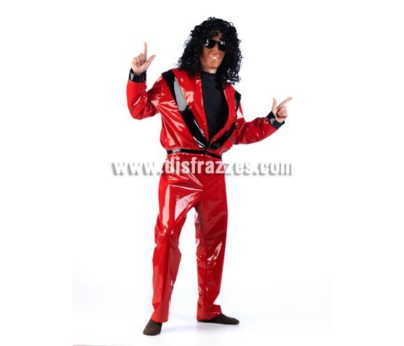 Disfraz de Michael Jackson adulto de Thriller. Alta calidad. Disponible en varias tallas. Incluye pantalón y chaqueta. Peluca y gafas NO incluidas, podrás verlas en la sección Complementos. Éste disfraz con la cara pintada incluso con una careta o con un buen maquillaje, es lo más original que podrás llevar éste Halloween. Seguro que das la nota. También para grupos será la sensación. Disfraz del Rey del Pop.
