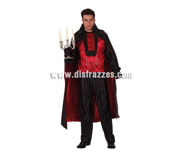 Disfraz de Vampiro Príncipe de las Tinieblas adulto económico. Talla XL = 54/58. Incluye pantalón, camisa, cuello y capa. Candelabro NO incluido. Disfraz de Drácula adulto.