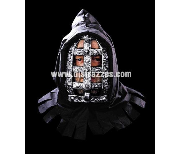 Máscara de Hierro con Capucha para Halloween. Material plástico.