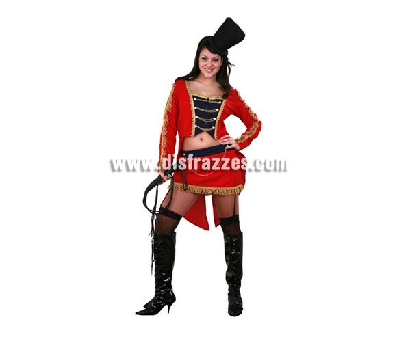 Disfraz de Domadora de Leones para mujer. Talla standar M-L 38/42. Incluye chaqueta, falda con ligas y sombrero. Latigo NO incluido, podrás verlo en la sección de Complementos. Un disfraz muy sexy y diferente con el que darás la nota y serás el centro de las miradas.