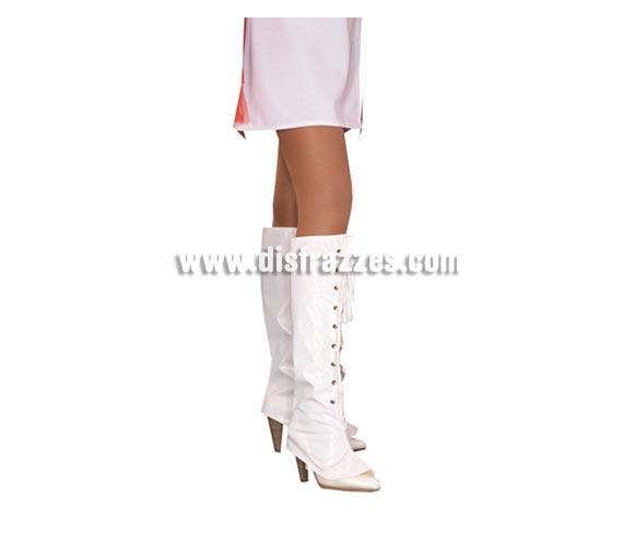 Cubrebotas de Vinilo blanco con cordoneras. Talla estándar adulta. Incluye el par de cubrebotas. También pueden servir para el disfraz de Mama Noel.