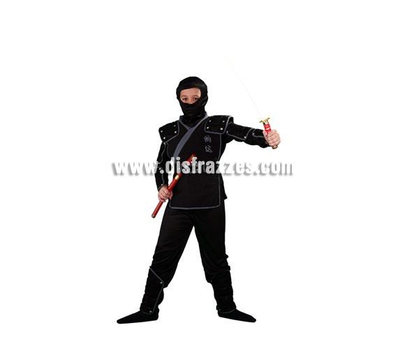 Disfraz de Ninja infantil para Carnaval. Talla de 7 a 9 años. Incluye verdugo, camisa, pantalón, peto, cinturón, brazaletes, muñequeras y espinilleras. Espada NO incluida, podrás verla en la sección Complementos.