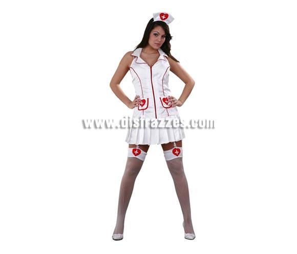 Disfraz barato de Enfermera sexy para mujer. Talla standar M-L 38/42. Incluye tocado, vestido y ligas con liguero. Un disfraz muy sexy para sorprender a tu pareja.