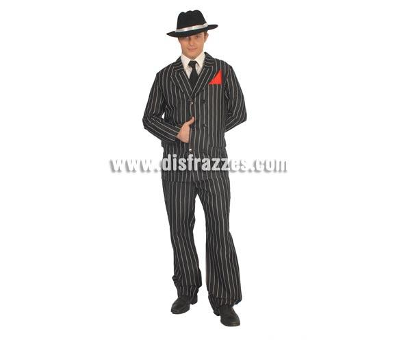 Disfraz de Ganster adulto para Carnavales. Talla única 52/54. Incluye pañuelo del bolsillo, chaqueta y pantalón. Sombrero NO incluido, podrás verlo en la sección Complementos.