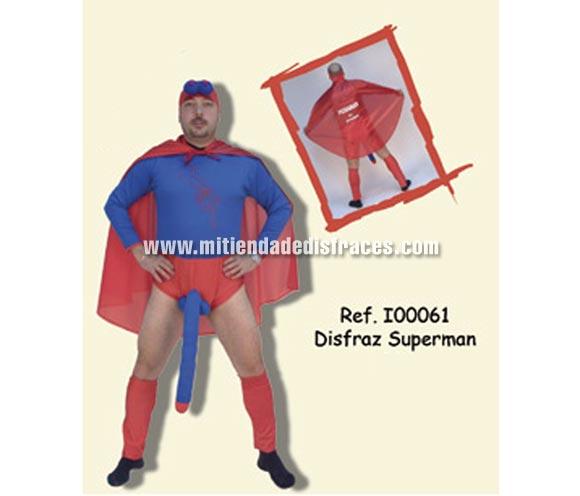 Disfraz de Superman adulto. Talla Universal. Incluye gorro, mono con Sorpresa, calentadores y capa con impresión PICHA MAN AL ATAQUE. Un disfraz ideal para Despedidas de Soltero.