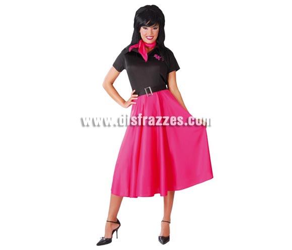 Disfraz de Mujer de los años 60 adulta. Talla standar válida hasta la 42/44. Incluye pañuelo, vestido y cinturón.